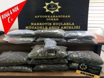 Bir ülkede ekonomik zayıflık olursa kolay para kazanma yöntemleri artar... En kolayı uyuşturucu satmak ve onu ulaştırmaktır! Kontrol amaçlı durdurulan araçtan 13 kilo 640 gram uyuşturucu çıktı...