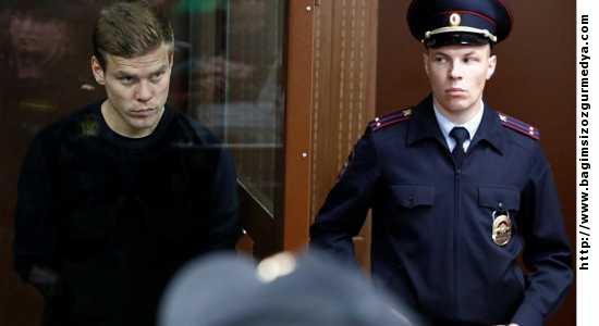 Rusya da ise Rus futbolcuların saldırdığı bakanlık görevlilerine devlet nişanı verilmiş....